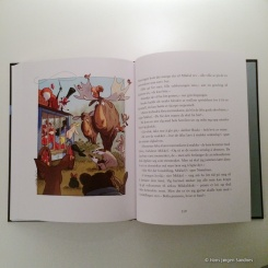 Boka har både store og små tegninger, –alle er i farger.